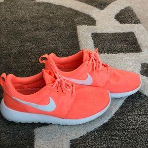 Nike Rosche Bright Coral Orange 6.5 EUC!